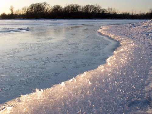 snow ontario ice water frozen cornwall shore shards brashice lakestlawrence