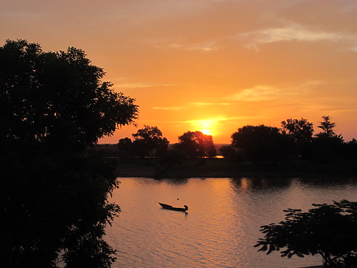 africa morning trees sunset sky copyright cloud sun tree clouds sunrise river boats boot soleil boat heiconeumeyer sonnenuntergang himmel wolke wolken tags boote westafrica afrika senegal fishingboats fishingboat fluss sonne bäume sonnenaufgang arbre morgen baum pirogue westafrika mauritania fleuve afrique mauretanien copyrighted fischerboot fischerboote flus afriquedelouest podor lafriquedelouest senegalriver fleuvedusenegal senegalfluss regiondesaintlouis mauritaniaacrosstheriver
