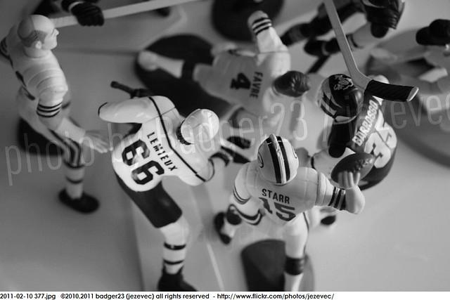 2011-02-10 377 Starting Lineup Green Bay Packers Brett Favre beatdown slu