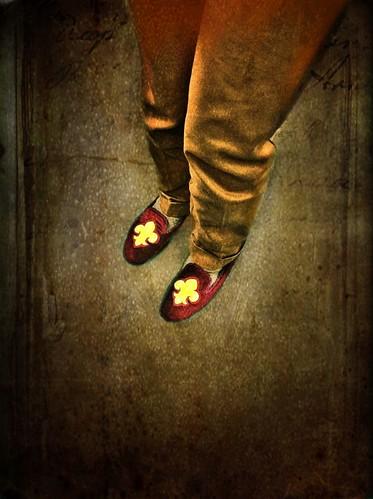 Joy of slippers - Fleur de lis