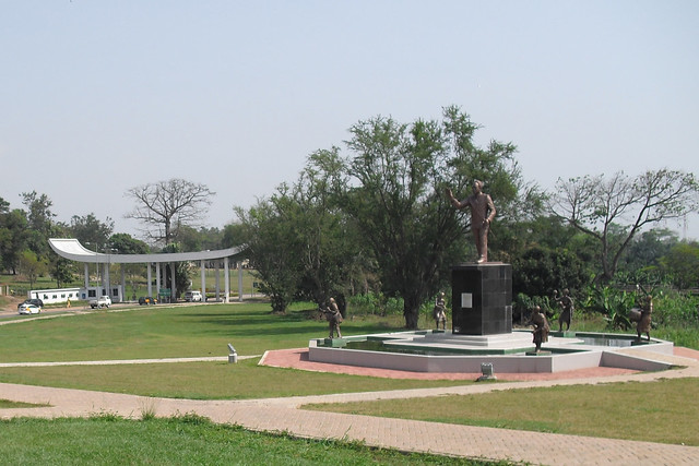 KNUST_main_entrance_with_Kwame_Nkrumah_Memorial_Park