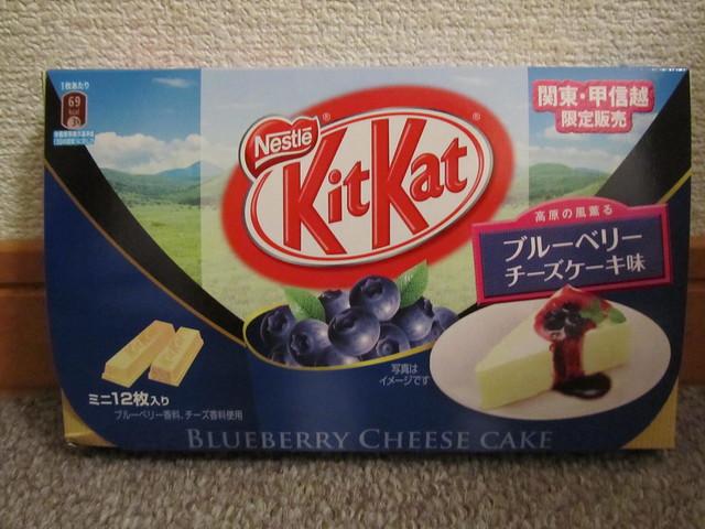 ブルーベリー チーズケーキ (Blueberry Cheesecake) Kit Kats from Nagano ...