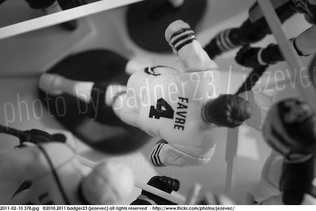 2011-02-10 378 Starting Lineup Green Bay Packers Brett Favre beatdown slu