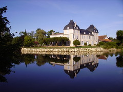 Manoir de la Roche (XIXe siècle) au bord de l'Isle, Dordogne, France