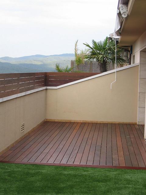 Instalaci n de c sped smart terra en un tico sant cugat for Cesped artificial terraza