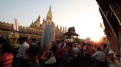 Pray and walk @Pha That Luang.Vientiane,LAOS on Vimeo by KazMo