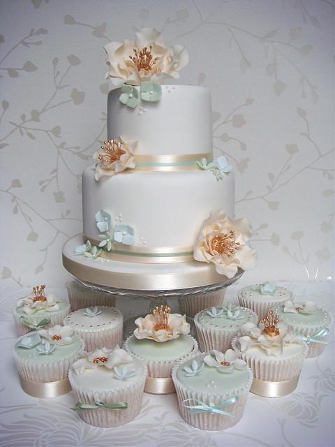 Vintage Gold Green Cake Cupcakes
