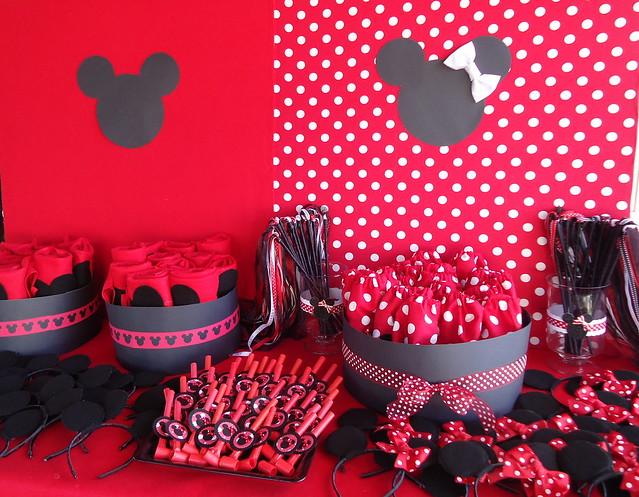 fondo para mesa de fiesta de Mickey y Minnie