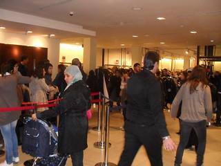 110204 Tunisians cautiously celebrate sale season 01 | التونسيون يستقبلون موسم التخفيضات بحذر | Les Tunisiens accueillent la saison des soldes avec prudence