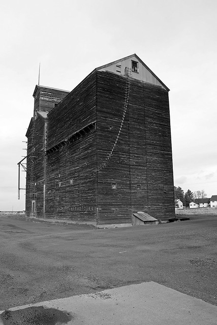 Grain elevator once served by the Columbia Southern Railway, Kent Oregon. February 19 2011.