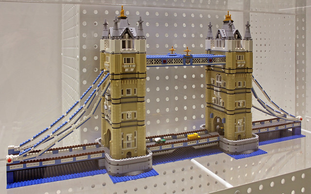 tower bridge lego set a display of the london tower. Black Bedroom Furniture Sets. Home Design Ideas
