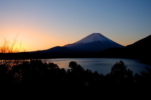 lake silhouette japan sunrise landscape 日本 富士山 mtfuji yamanashi fujigoko 日の出 motosu 本栖湖 山梨 富士五湖 fujisa dslra700 sigma1770mmf284dcmacrooshsm
