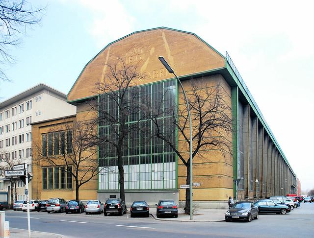 Berlin aeg turbinenhalle moderne1909 flickr photo for Peter behrens aeg turbine factory