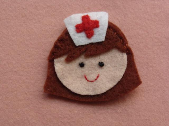 broche enfermeira