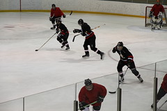 stick and ball games(0.0), roller hockey(0.0), roller in-line hockey(0.0), ball game(0.0), sports(1.0), team sport(1.0), ice rink(1.0), ice hockey(1.0), hockey(1.0), defenseman(1.0), ice hockey position(1.0), bandy(1.0), athlete(1.0),