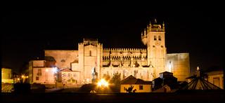 Image of Vímara Peres. portugal statue night se noche view cathedral catedral panoramic porto panoramica vista romanesque estatua oporto romanico peres vimara