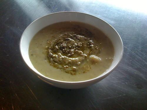 Artichoke leek soup with pesto