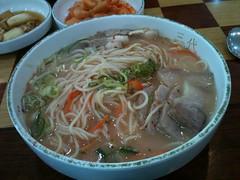 okinawa soba(0.0), soba(0.0), noodle(1.0), bãºn bã² huế(1.0), lamian(1.0), noodle soup(1.0), kalguksu(1.0), pho(1.0), food(1.0), dish(1.0), soup(1.0), cuisine(1.0), nabemono(1.0),