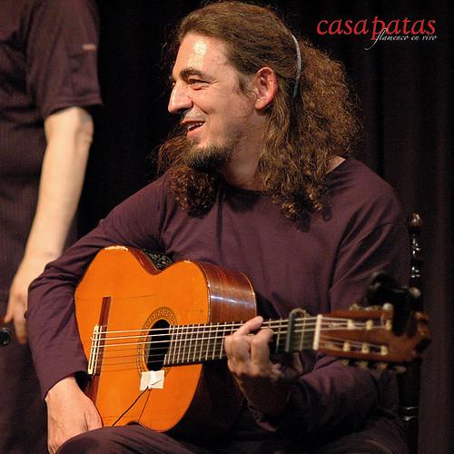A la guitarra, Paco Cruz. Foto: Martín Guerrero