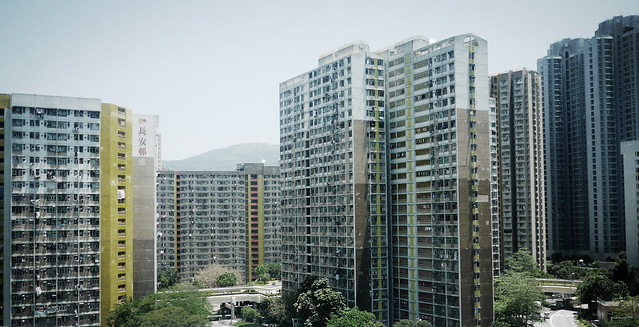 长安邨是香港的一个公共屋邨,位於新界青衣岛北面近港铁青衣站,共有