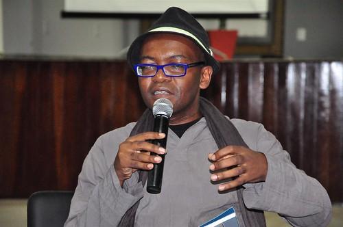 FLIV A poesia nacional de hoje com Ricardo Aleixo 27-04-11 (10)