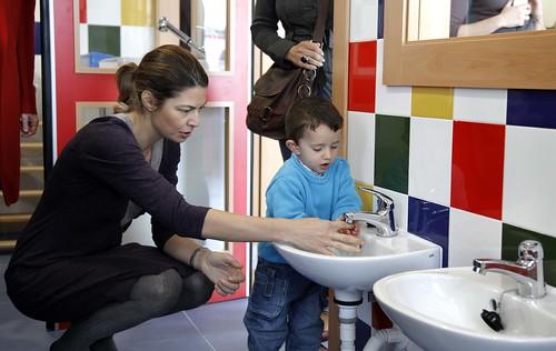 La Comunidad incrementa un 86% la oferta educativa para niños de 0 a 3 años en Galapagar (21 marzo 2011)