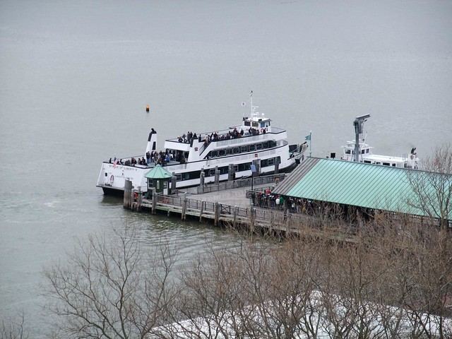 how to go to statue of liberty ferry