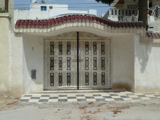 Porte ext rieure en fer forg la cit el ghazala tunis for Porte fer forge en tunisie