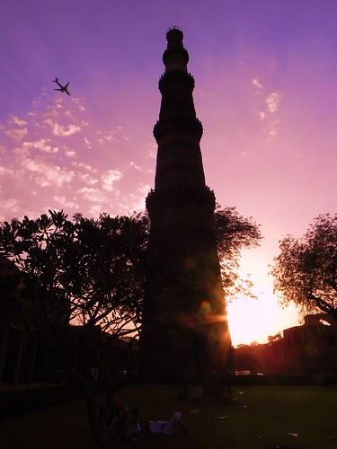 sunset brick tower stones delhi qtubminar slavedynasty raziasultan qtubuddinaibak