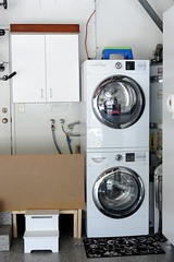 machine(1.0), room(1.0), clothes dryer(1.0), major appliance(1.0), washing machine(1.0), laundry(1.0),