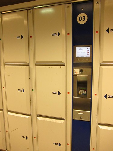 luggage locker in AmsterdamCS IMG_0837