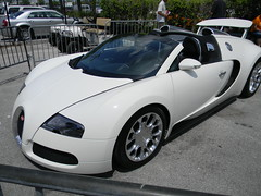race car(1.0), automobile(1.0), bugatti(1.0), wheel(1.0), vehicle(1.0), automotive design(1.0), bugatti veyron(1.0), city car(1.0), land vehicle(1.0), supercar(1.0), sports car(1.0),