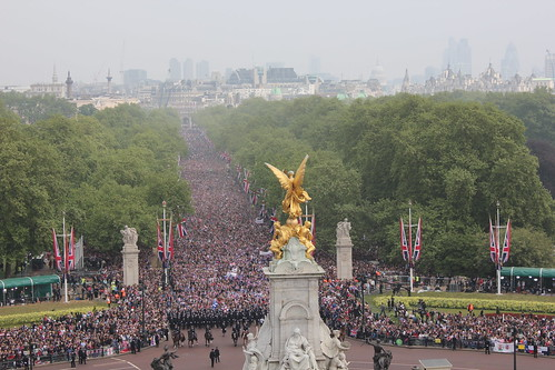 Crowds of well wishers approach the forecourt of Buckingham Palace