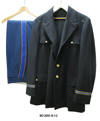 wool(0.0), jacket(0.0), formal wear(0.0), tuxedo(0.0), academic dress(0.0), textile(1.0), clothing(1.0), sleeve(1.0), blazer(1.0), outerwear(1.0), overcoat(1.0), pocket(1.0), suit(1.0), coat(1.0),
