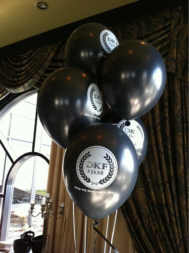 Tafeldecoratie 5ballonnen Dirk Kuyt Foundation Huis ter Duin Feyenoord