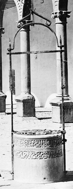 Brocal árabe del Claustro de San Pedro Mártir hacia 1870 fotografiado por Jean Laurent (detalle)