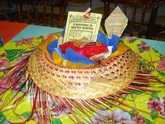 Tema  São João - Centro de Mesa  chapéu de palha com guloseimas típicas +  ... 6c8f9f7ce4c
