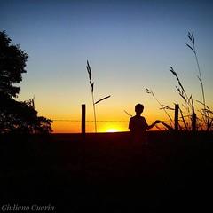 É gratificante assistir ao pôr do sol.  #sunsetdobrasil #brasil_sunset #brasil_greatshots #conquistamg #olhar_brasil #sunsetdobrasil #igersbrasil #minasgerais #ig_minasgerais #exploreminas #visiteminasgerais #sunsetporn #apreciadores_natureza #h2o_natura