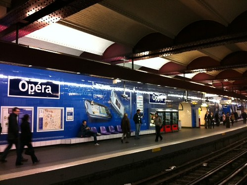 Tiens, la station Opéra à Paris aux couleurs de Nokia ! by Journal du Geek