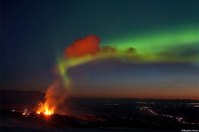 Night Dance - Aurora Borealis vs Volcano Eyjafjallajökull / Fimmvörðuháls