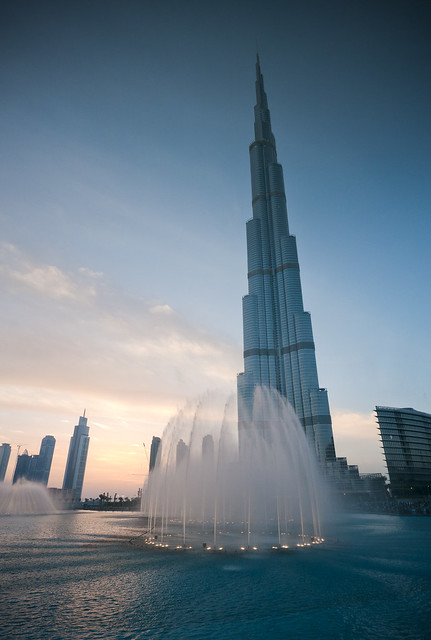 Burj Khalifa / Dubai Fountain by CC user neekohfi on Flickr