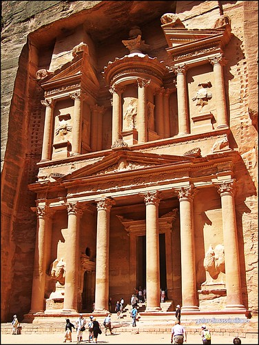 LE FOTO DI MAXI's photo of the ruins at Petra.