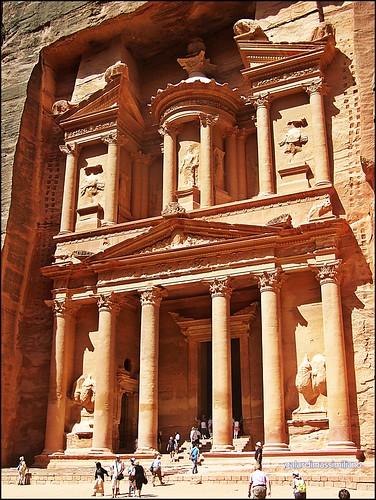 LE FOTO DI MAXI's photo of the ruins at Petra.
