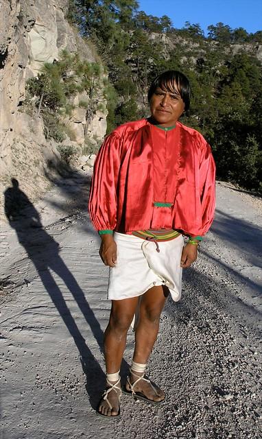 Hombre Tarahumara; en el camino a la Bufa, Barranca del Cobre, Chihuahua, Mexico
