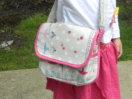 Oliver and S Little Things to Sew messenger bag outside