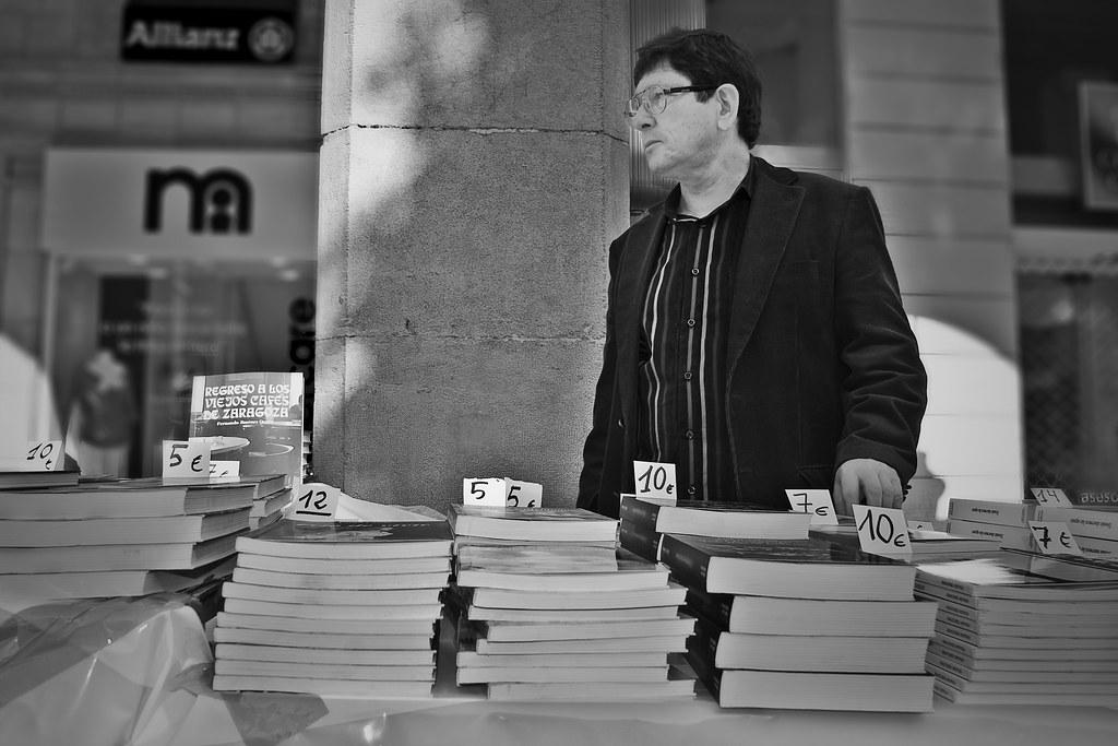 Una historia en tres imágenes:  Un libro - Edición y venta