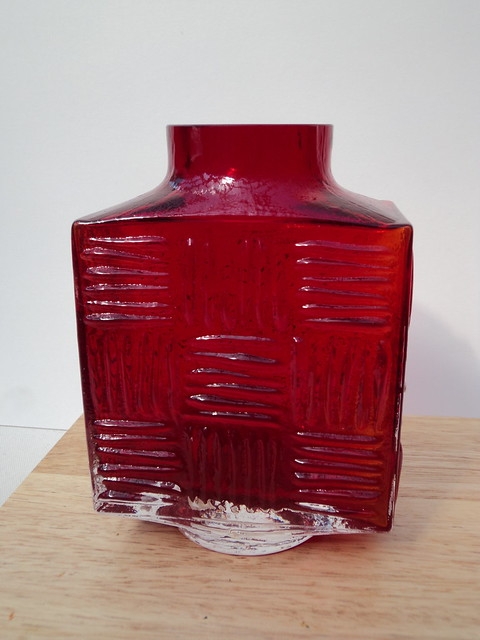 Whitefriars Stitched Cube vase 9811 by Geoffrey Baxter 1972.