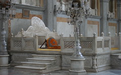Courtier's view of the throne
