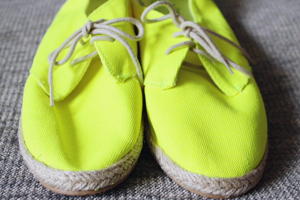 H&M Spring/Summer 2014 collection shoes: neon yellow and palm print lace up Espadrille