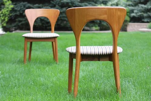 Primal Danish Mid Century Modern Niels Kofoed 'Peter' Teak Chairs for Koefoeds Hornslet (Denmark, 1960s)